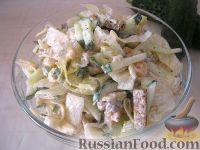 Салат из лосося с ржаными сухариками