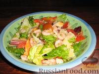 Салат с креветками, крабовыми палочками и сыром