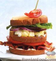 Тройной сэндвич с яйцами, беконом и помидорами