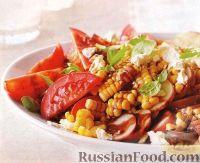 Летний салат из помидоров, картофеля и кукурузы