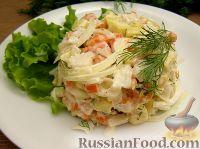 Овощной салат с рыбой и маринованным луком