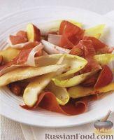 Пармская ветчина (прошутто) с грушами, нектаринами и эндивием (салатным цикорием)