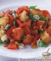 Салат из помидоров и голубого сыра горгонзола