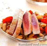 Тунец с горячим фасолевым салатом