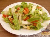 Салат из пекинской капусты с помидорами и кунжутом