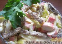 Салат из крабовых палочек с яблоками и сухариками