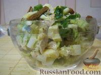 Салат куриный с пекинской капустой и сухариками