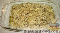 Поставить рыбу с грибами в духовку минут на 10-15, чтобы блюдо подрумянилось.   Подавать рыбу, запеченную с грибами, горячей.   Приятного аппетита!