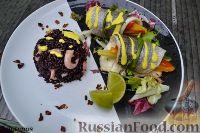 Дорадо в рулетиках с овощами, рисом венере и соусом шафран