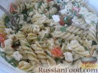 Салат с макаронами и брынзой