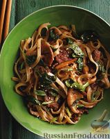 Стир-фрай с грибами, мясом и рисовой лапшой