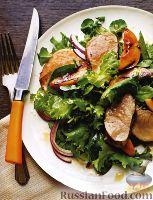 Салат с жареным свиным филе и нектарином