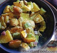 Картофельный салат с сельдереем, луком и яйцом