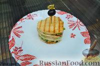 Закуска из тостового хлеба, с креветками и свежими овощами