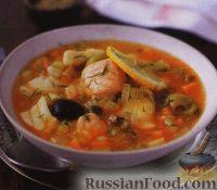 Рыбный суп с оливками, солеными огурцами и каперсами