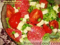 Овощной салат с салями и сыром