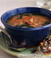 Фасолевый суп с колбасой и шпинатом