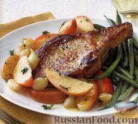 Свиная корейка (челагач) с печеными яблоками и луком