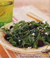 Салат с ежевикой и карамельными орехами
