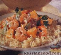 Салат из дыни, креветок и колбасок, на рисовой подушке