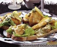 Бутерброды с камбалой и огуречным соусом
