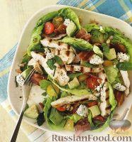 Салат с овощами и жареным куриным филе