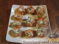Рулетики из красной рыбы и свежего сыра