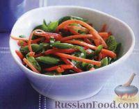 Салат из моркови, перца и стручкового горошка