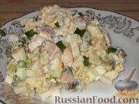 Салат из кальмаров с солеными огурцами и яйцом