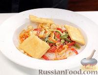 Рагу с грибами в азиатском стиле, с тофу и рисовой лапшой