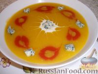Суп тыквенно-томатный с голубым сыром