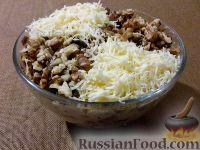 Куриный салат с грецкими орехами и грибами