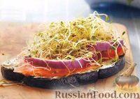 Бутерброд с лососем и луком