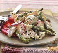Салат куриный с редисом, спаржей и помидорами
