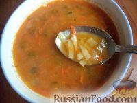 Чечевичный суп с лапшой  и солеными огурчиками