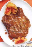 Жареные свиные стейки на кости, с персиковым соусом